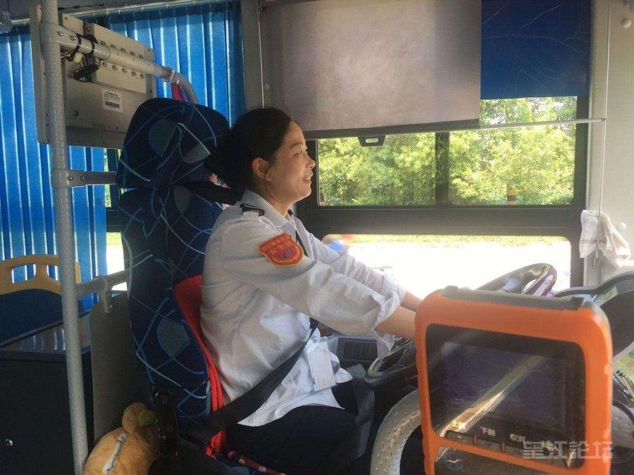 """巾帼不让须眉               --望江城市公交的""""半边天"""""""